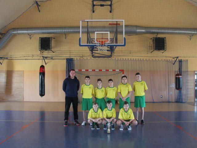 Uczniowie z Wilkowic Mistrzami Powiatu w koszykówce.