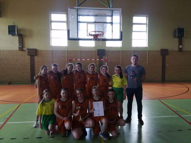 Mistrzostwo Powiatu w koszykówce dla uczennic z Wilkowic!